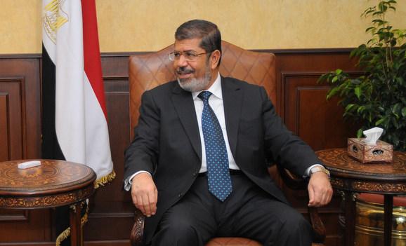 President Khalifa Invites Morsi to Visit UAE