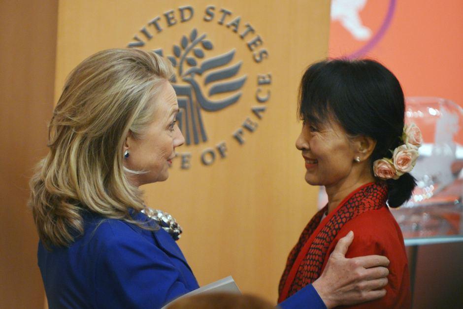 Suu Kyi meets Clinton