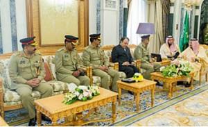 Saudi King receives Pakistani Army Chief