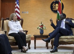 Clinton in Kenya to press democracy