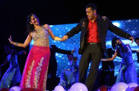 Salman Khan Performs in Dubai for National Day