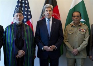 Kerry Seeks to Boost Afghan-Pakistan Ties