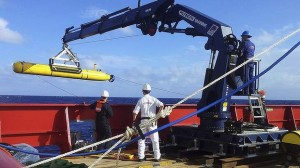 Search for MH370 to go underwater