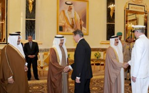 HM King welcomes Manama Dialogue participants